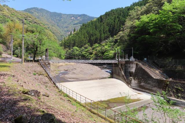 板取取水ダムの吊橋1
