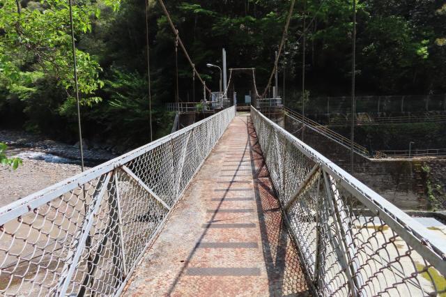 板取取水ダムの吊橋8