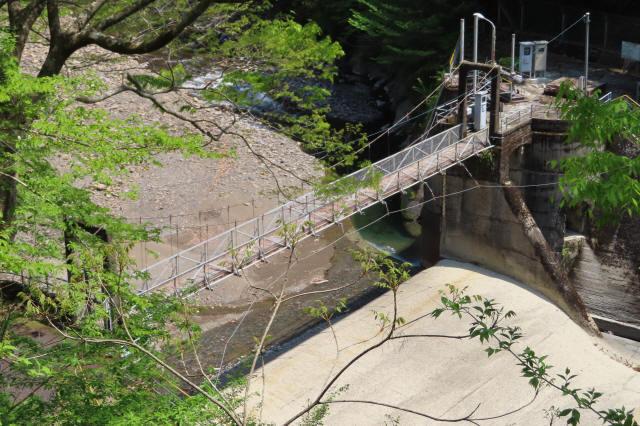 板取取水ダムの吊橋2