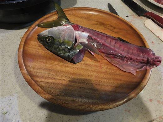 魚を捌く (21)
