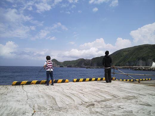 神津島港で釣り (2)