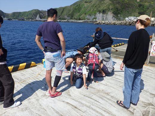 神津島港で釣り (12)