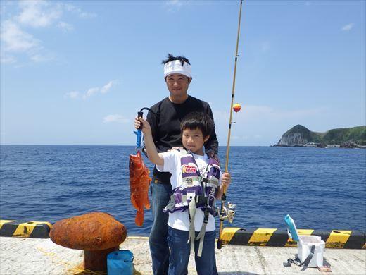 神津島港で釣り (6)