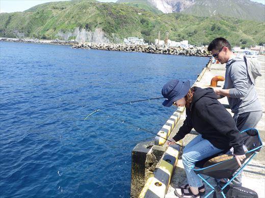 神津島港で釣り (8)