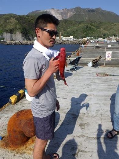 神津島港で釣り (21)