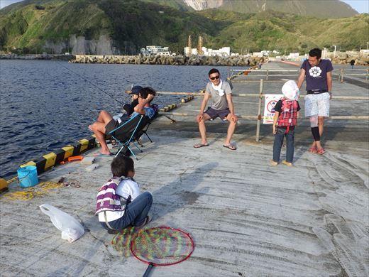 神津島港で釣り (22)