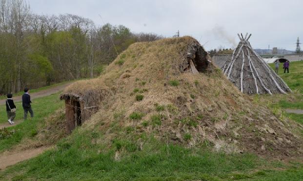2019-6-4三内丸山の竪穴住居の一例