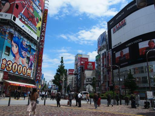 20190507・カメラレンズが壊れて空12・新宿歌舞伎町
