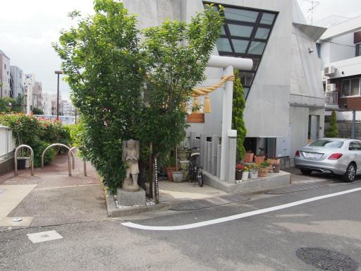 20190518・新宿中野散歩1-20・何の石像?