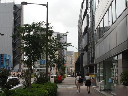 20190518・新宿中野散歩空05・ビルに写りこむ
