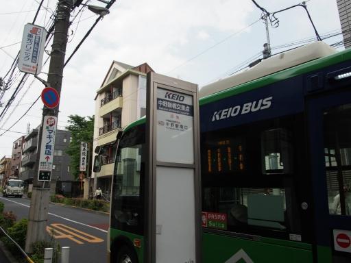 20190518・新宿中野散歩空11・バス窓・大
