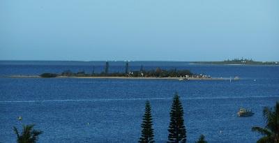 ニューカレHOTELから見た島