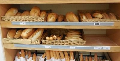 ニューカレスーパーのパン