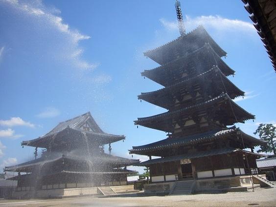 20 法隆寺 金堂・五重塔への放水
