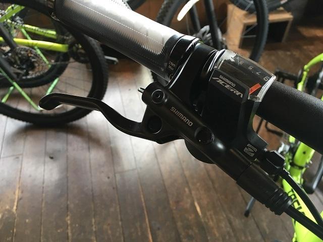 クロスバイク油圧レバー