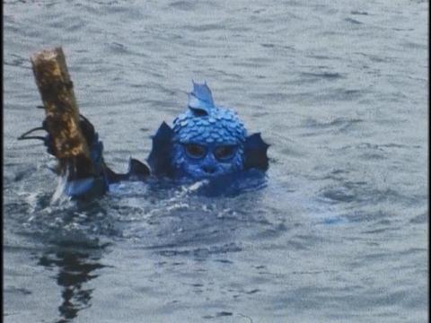 海底から金塊を引き上げるギルマー