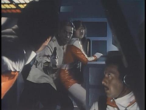 ヒメを人質に乗っ取ろうとするヨローリン