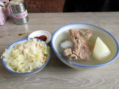 高麗菜飯と原汁排骨湯