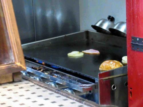 鉄板で調理
