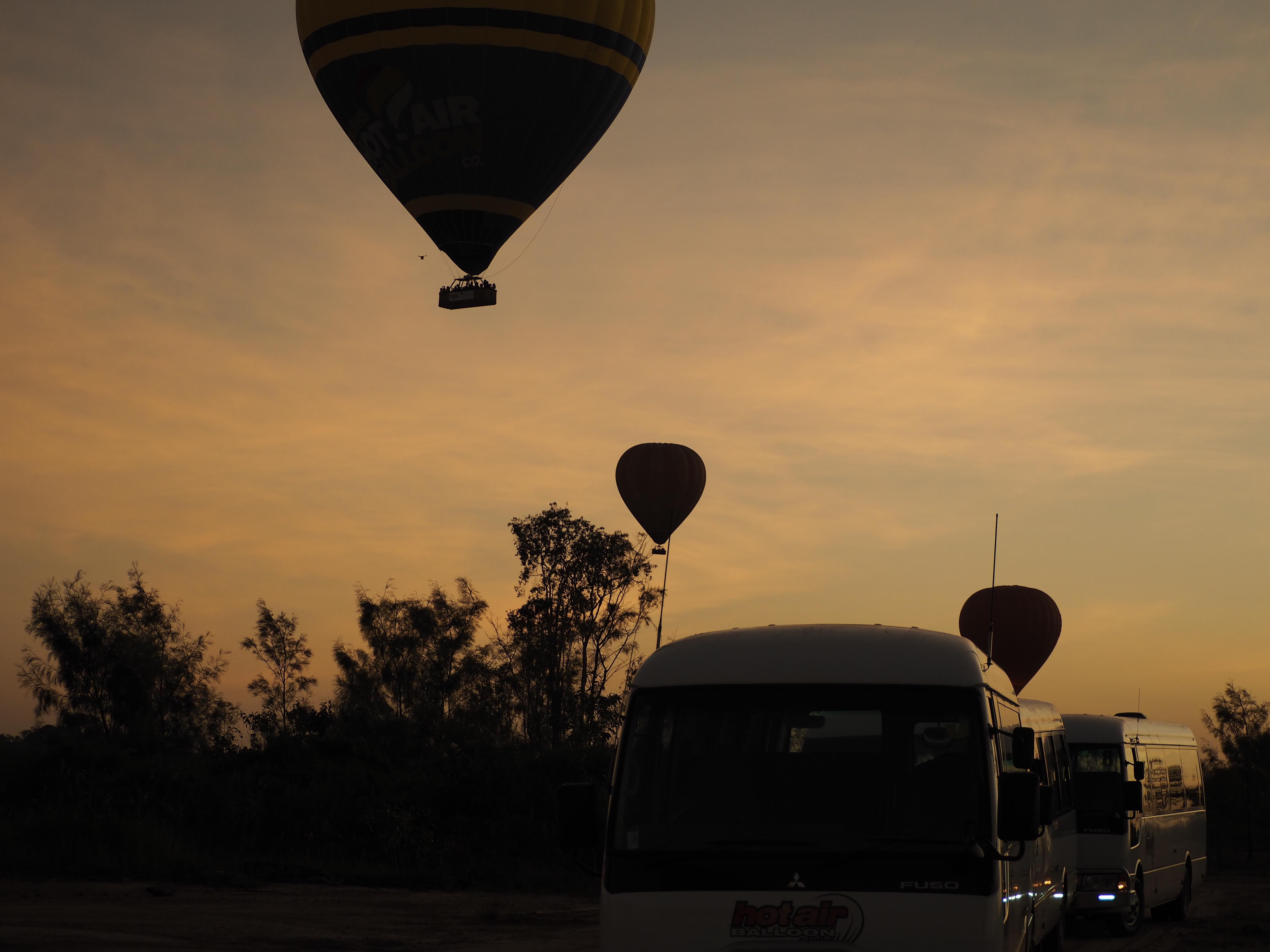 飛び立つ気球