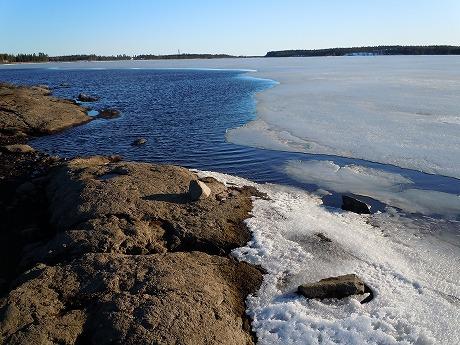 氷と湖の境界1