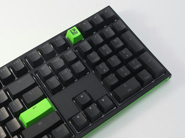 Ducky_One_2_RGB_Razer_Edition_04.jpg