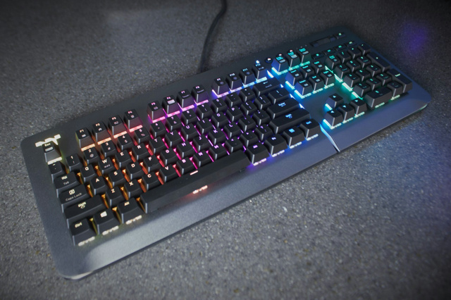 Level_20_RGB_Gaming_Keyboard_08b.jpg