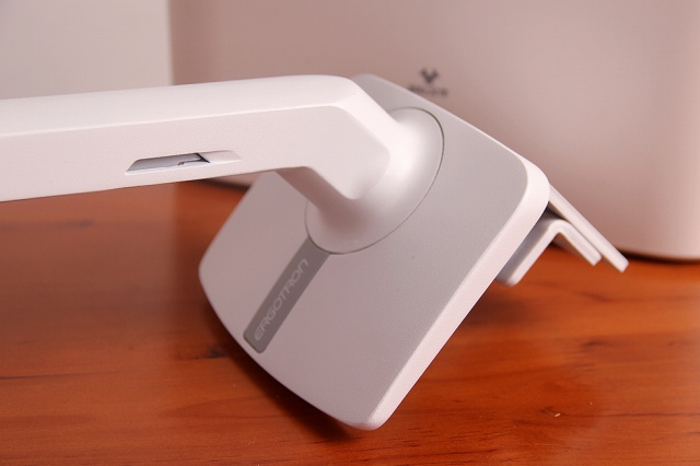 MXV_Desk_Monitor_Arm_03.jpg