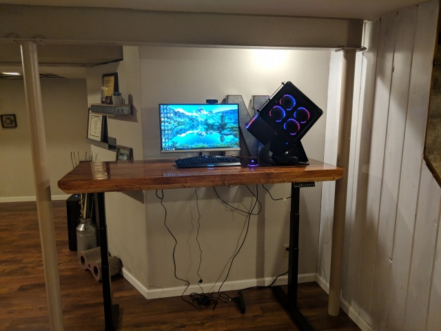 PC_Desk_147_14.jpg