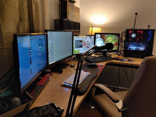 PC_Desk_147_15.jpg