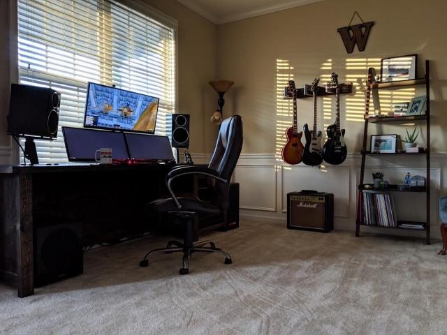 PC_Desk_147_18.jpg