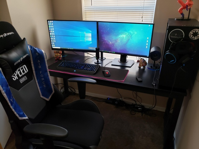 PC_Desk_147_22.jpg