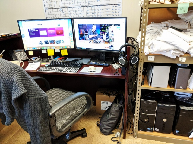 PC_Desk_147_24.jpg