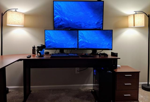 PC_Desk_147_25.jpg