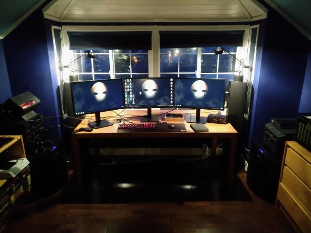 PC_Desk_147_38.jpg