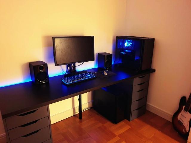 PC_Desk_147_44.jpg