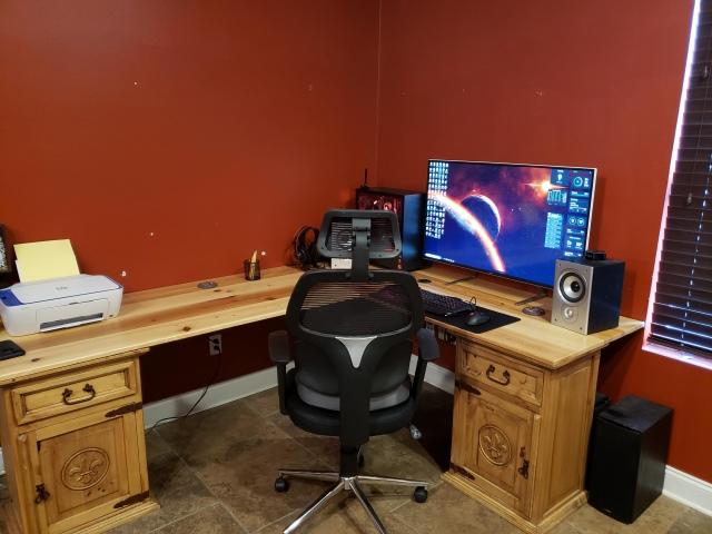 PC_Desk_147_51.jpg