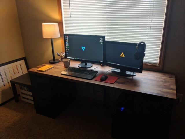 PC_Desk_147_55.jpg