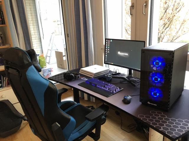 PC_Desk_147_74.jpg