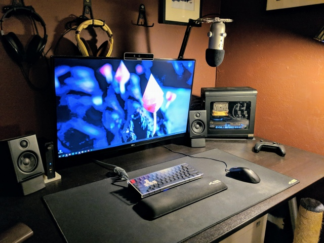 PC_Desk_147_79.jpg