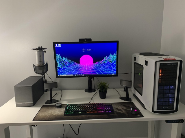 PC_Desk_147_87.jpg