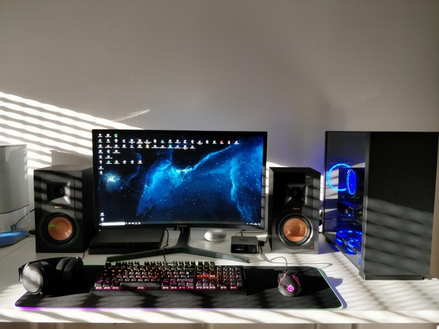 PC_Desk_147_98.jpg