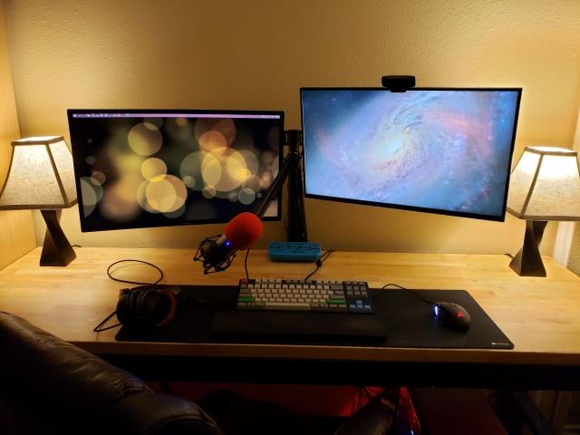 PC_Desk_148_02.jpg