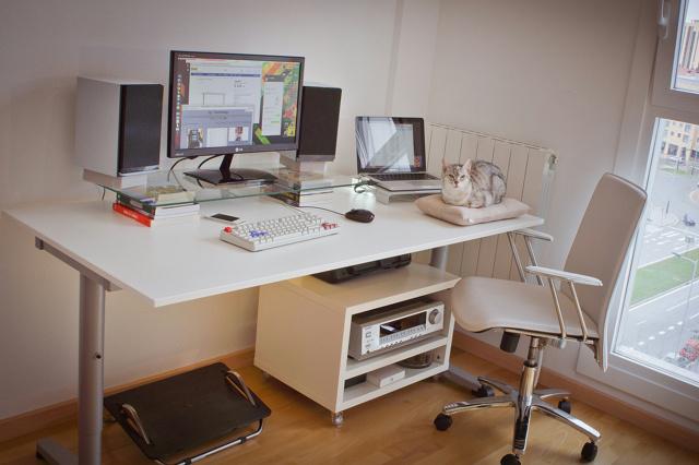 PC_Desk_148_03.jpg