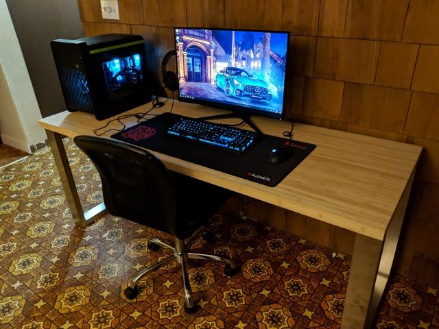 PC_Desk_148_13.jpg