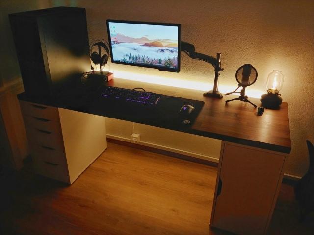 PC_Desk_148_17.jpg