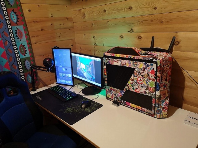 PC_Desk_148_19.jpg