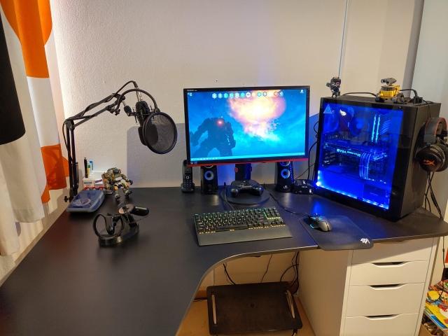 PC_Desk_148_25.jpg