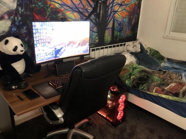 PC_Desk_148_34.jpg