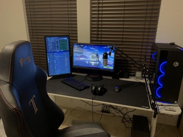 PC_Desk_148_37.jpg